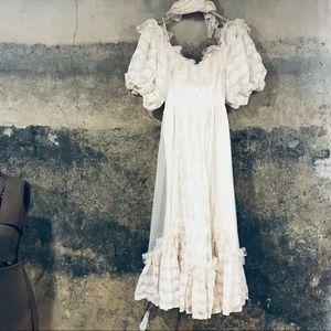 Vintage cream off the shoulders wedding dress